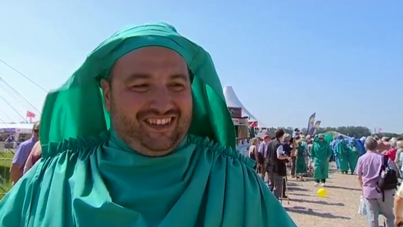 Bloke from car insurance ads is welcomed into the Welsh cultural elite.